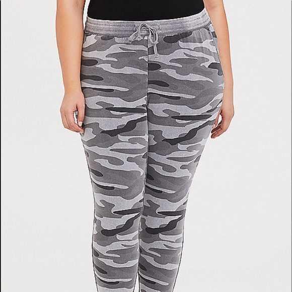 4d4d766d4d0 NWT Torrid size 2 gray French terry Camo joggers